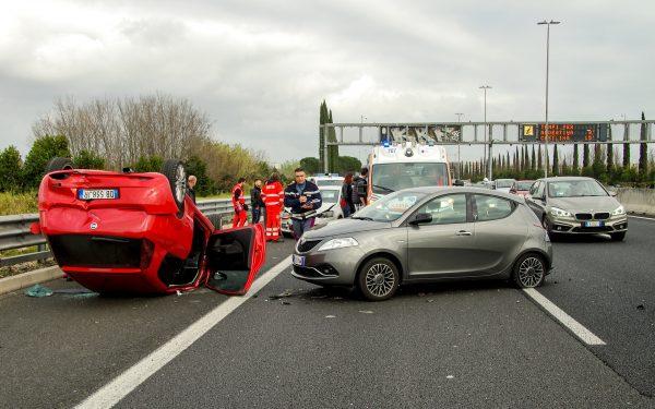 เมื่อเกิดอุบัติเหตุทางรถยนต์ ควรทำอย่างไร