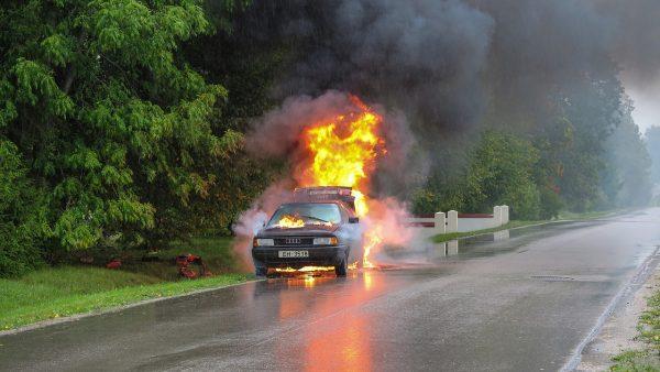 ไฟไหม้รถ ทำไงดี ประกันรถยนต์คุ้มครองไหม