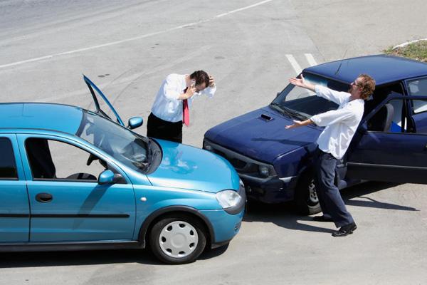 ก่อนแจ้งเคลมประกันรถยนต์ ต้องรู้อะไรบ้าง?