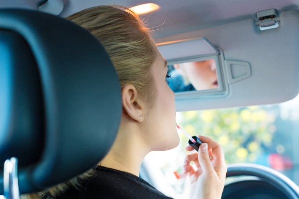 เรื่องอันตรายสำหรับผู้หญิงเวลาขับรถ