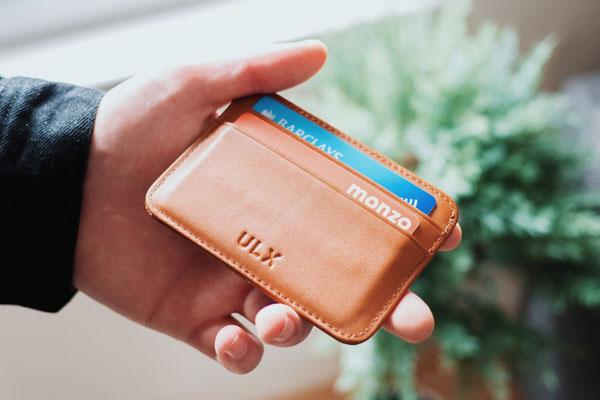 ซื้อของด้วยบัตรเครดิตหรือบัตรเดบิตดี?