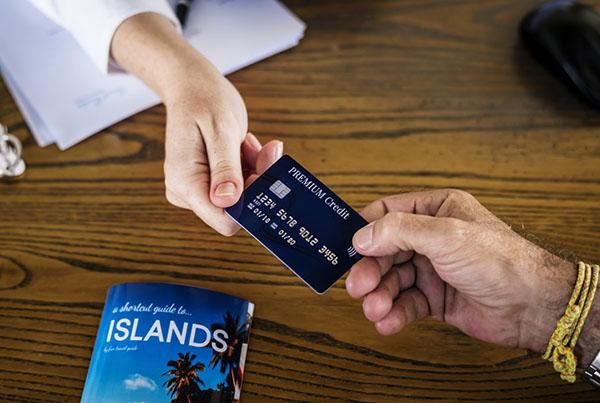 ยืมบัตรเครดิตคนอื่นรูดซื้อตั๋วเครื่องบิน ทำยังไง?