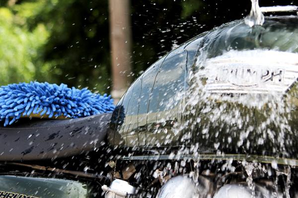 ล้างรถมอเตอร์ไซค์ด้วยตัวเองมีข้อดีอะไรบ้างนะ?