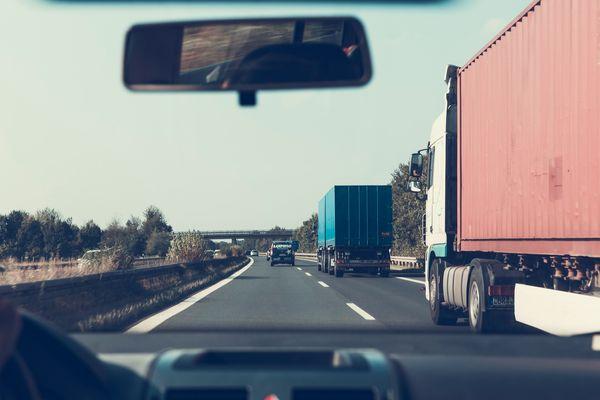กระจกร้าว กระจกแตก เคลมประกันรถยนต์ได้ไหม