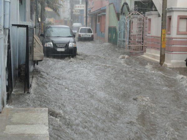 น้ำท่วมรถ ประกันรถยนต์คุ้มครองอย่างไร-image-ci-car-flood