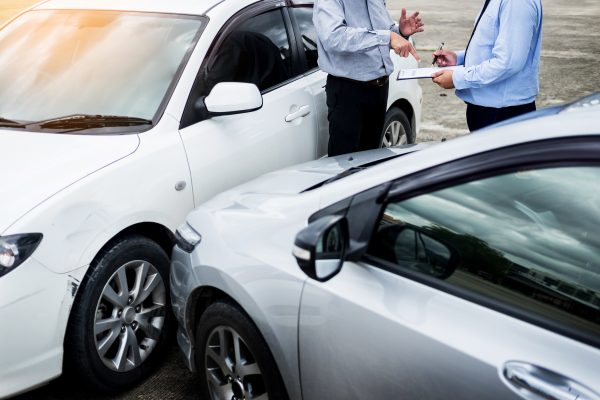 ขับรถชนกันในบ้าน ประกันรถยนต์จ่ายไหม