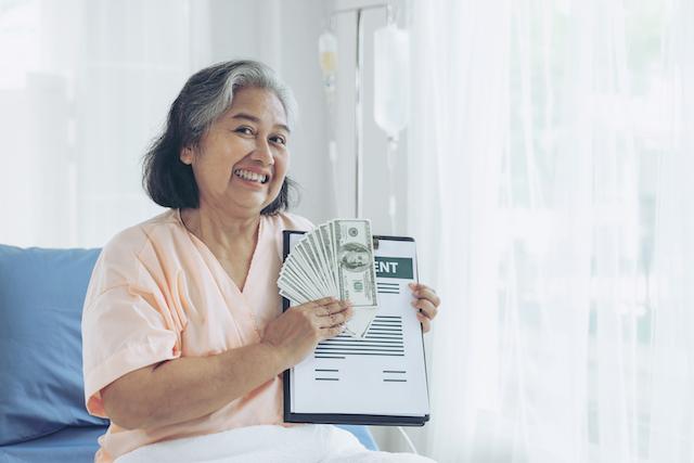 ทำประกันสุขภาพให้แม่ ควรเลือกแผนประกันสุขภาพแบบไหนดี.jpg